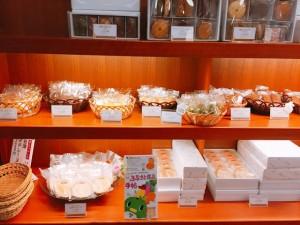 店内焼き菓子ディスプレイ - コピー